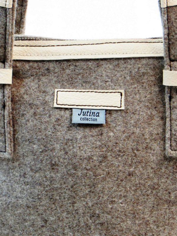 Pormenor da frente da carteira burel sarrubeco claro e pele branca da Jutina
