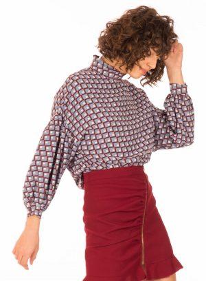 Lateral de blusa com padrão geométrico para mulher da Minueto