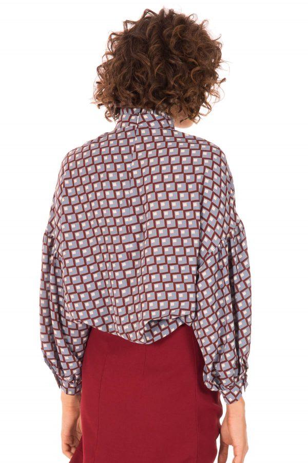 Costas de blusa com padrão geométrico para mulher da Minueto