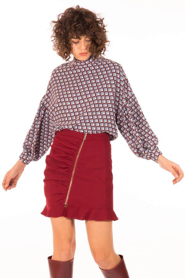 Frente de blusa com padrão geométrico para mulher da Minueto