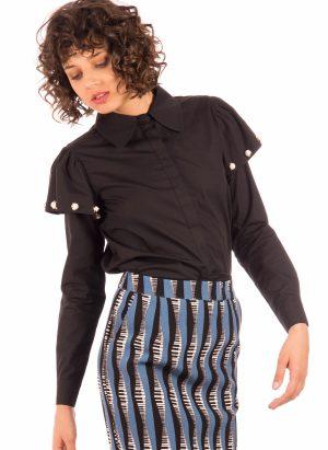 Camisa com folho e tachas na manga para mulher da Minueto