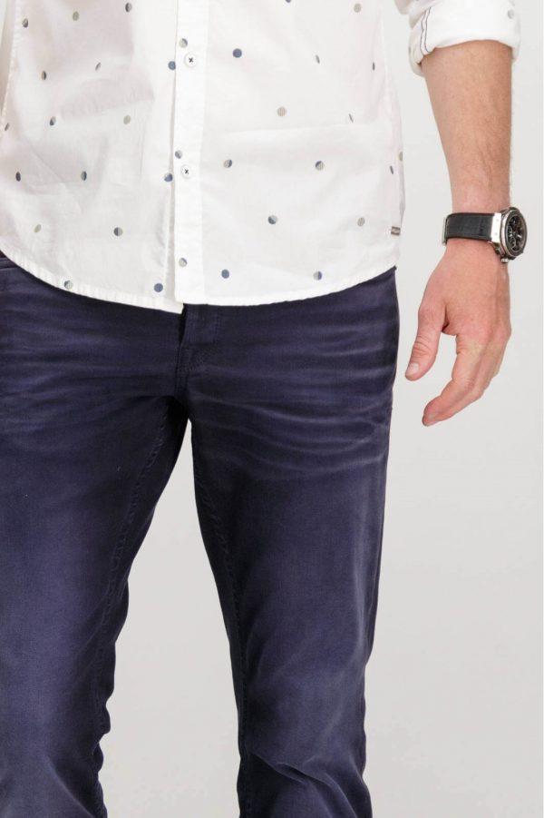 Pormenor das Jeans slim azul escuro para homem da Garcia Jeans