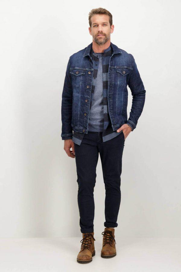 Frente de calças chino super slim de sarja para homem da Garcia Jeans