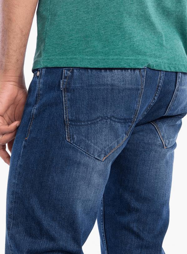 Pormenor do bolso traseiro das Jeans Brody regular de homem da Tiffosi