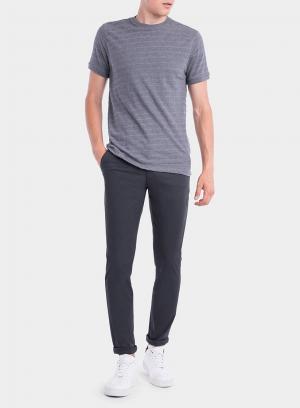 Frente das calças chino slim fit em azul escuro para homem da Tiffosi