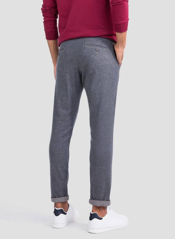 Parte de trás das calças chino slim fit espinhada para homem da Tiffosi