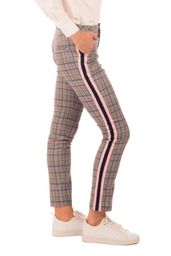 Lateral das calças de xadrez com barra lateral para mulher da Minueto