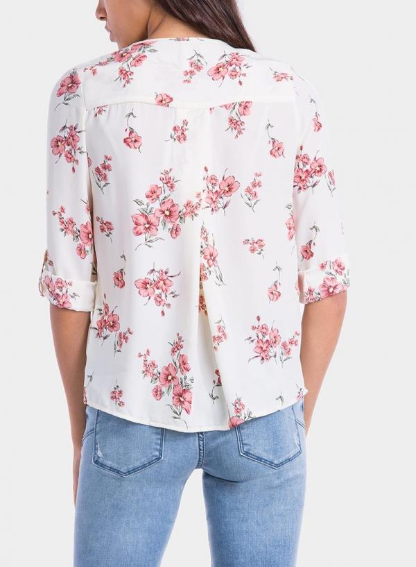 Costas de blusa com decote em bico da Tiffosi