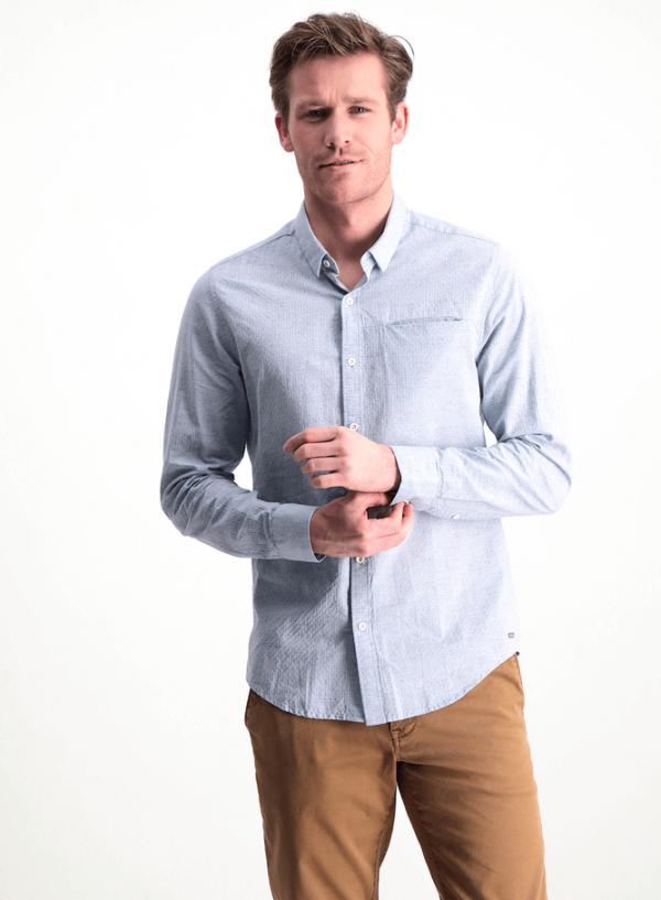 Camisa com bolso metido em azul claro da Garcia Jeans para homem