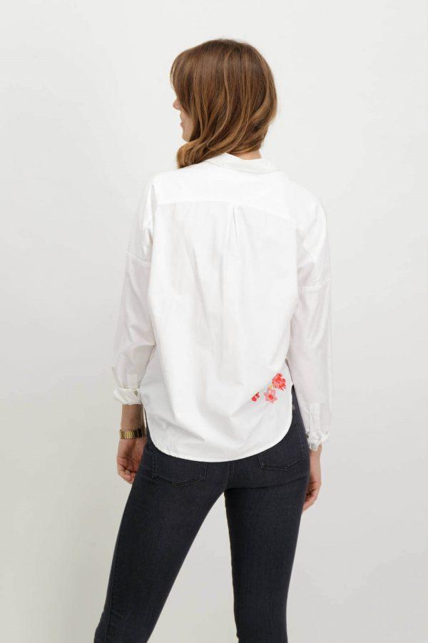 Costas de camiseiro com flores bordadas em branco para mulher da Garcia Jeans