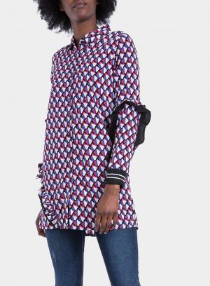 Lateral direito de camisa comprida com print geométrico da Tiffosi