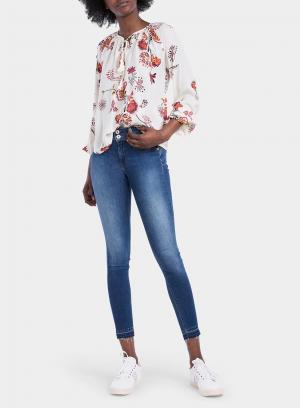 Frente de blusa com estampa floral em tons de cru da Tiffosi