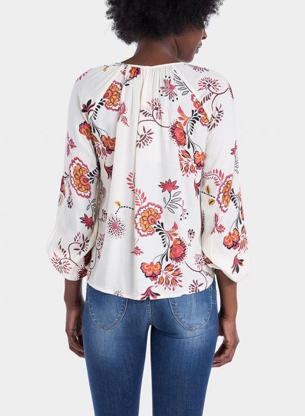 Costas de blusa com estampa floral em tons de cru da Tiffosi