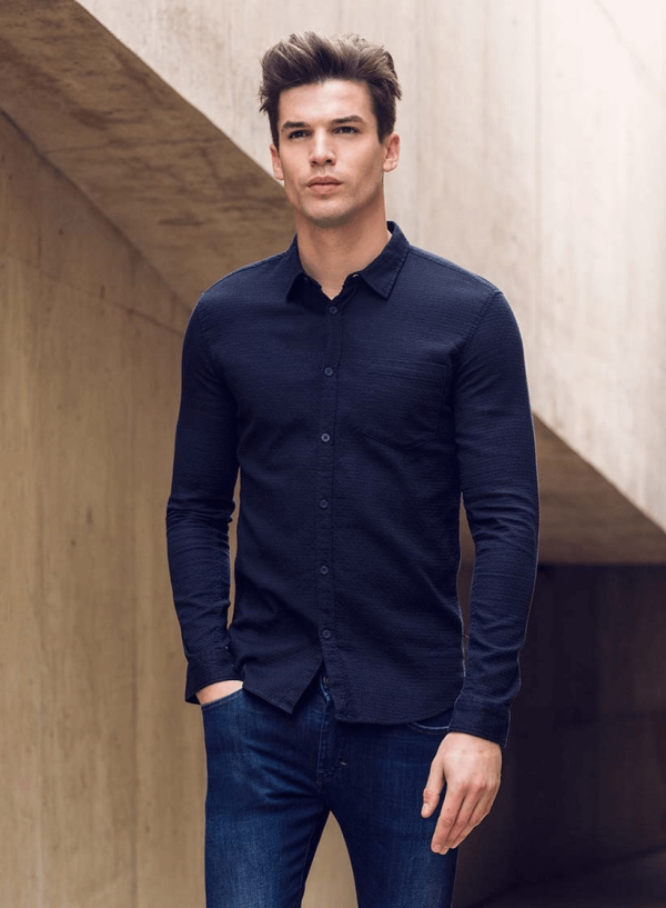 Frente de camisa slim fit textura azul marino para homem da Tiffosi