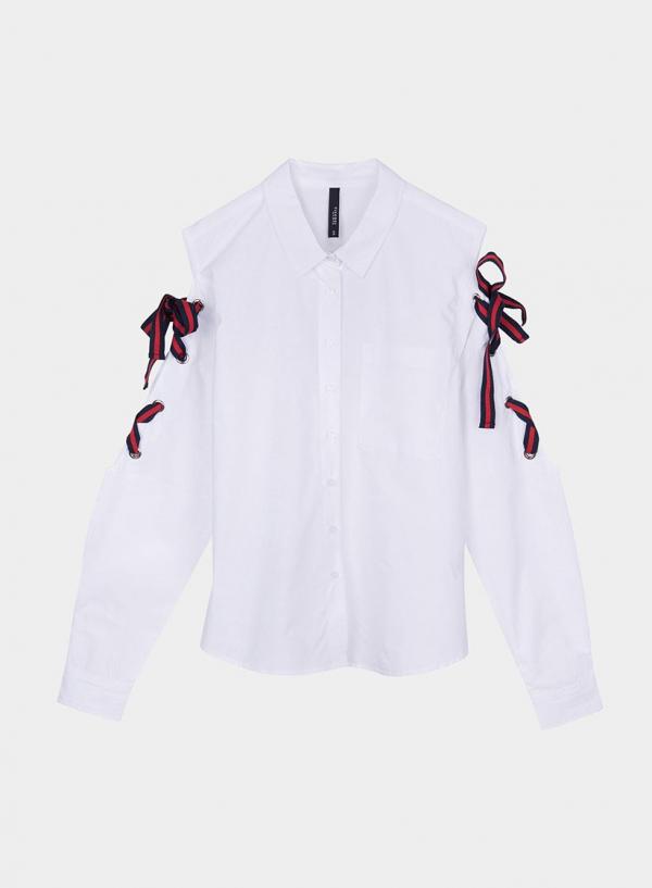 Frente isolada de blusa com laços bicolor da Tiffosi