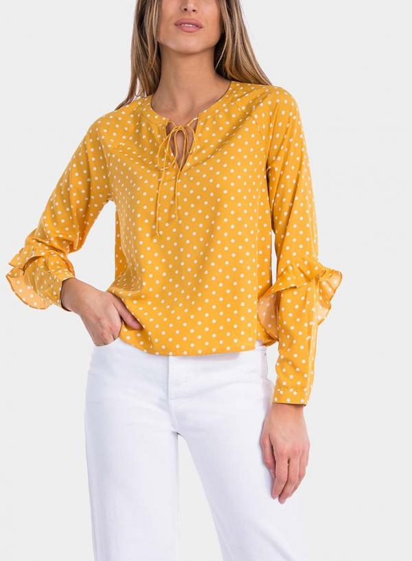 Frente ampliada de blusa às bolinhas com folhos em amarelo da Tiffosi