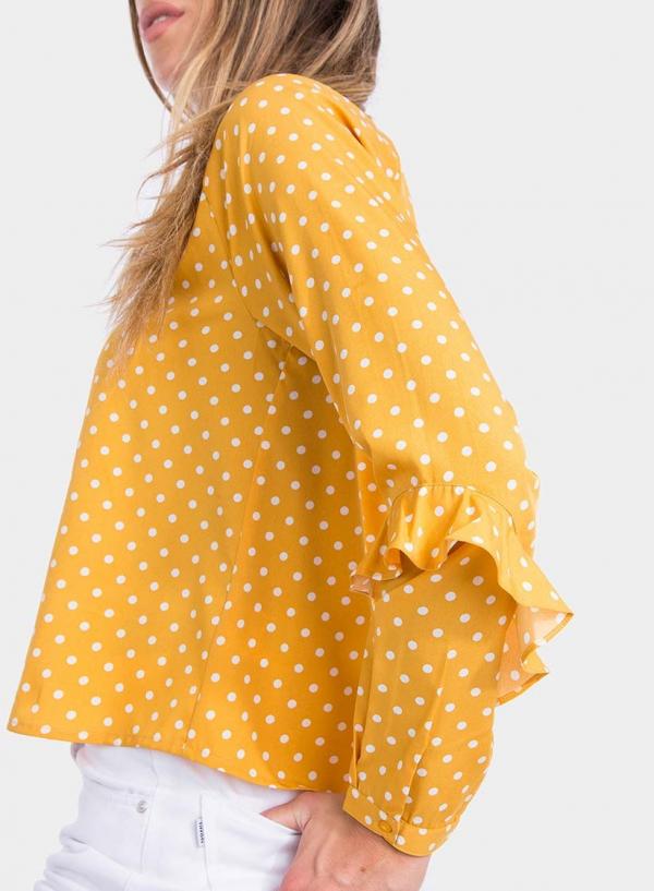 Lateral de blusa às bolinhas com folhos em amarelo da Tiffosi