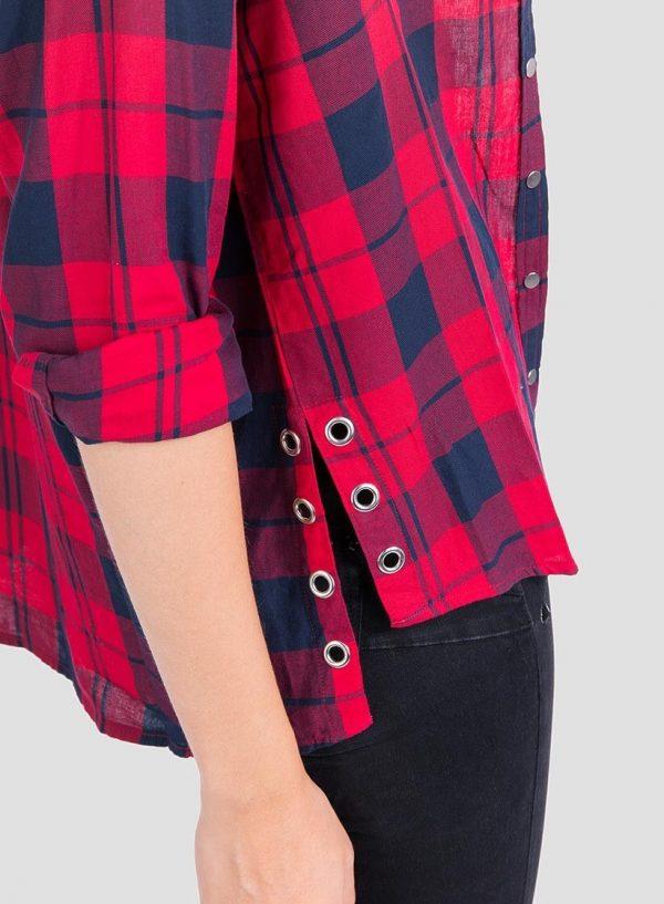Pormenor de camisa xadrez vermelho com Ilhós para mulher da Tiffosi