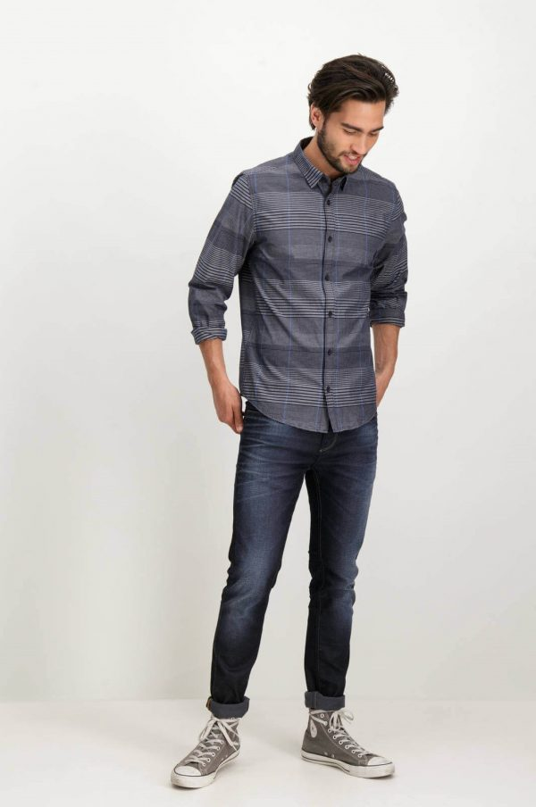 Frente da camisa listrada cinza para homem da Garcia Jeans