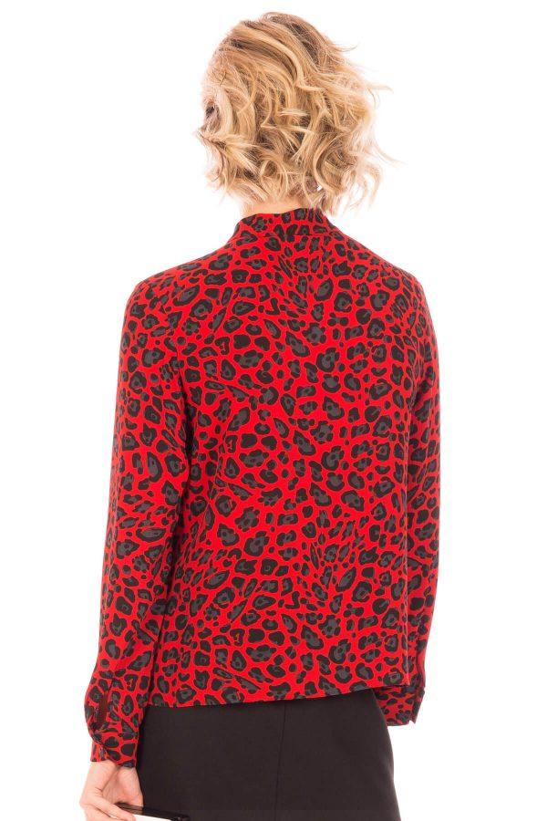 Costas de camisa padrão leopardo em vermelho para mulher da Minueto