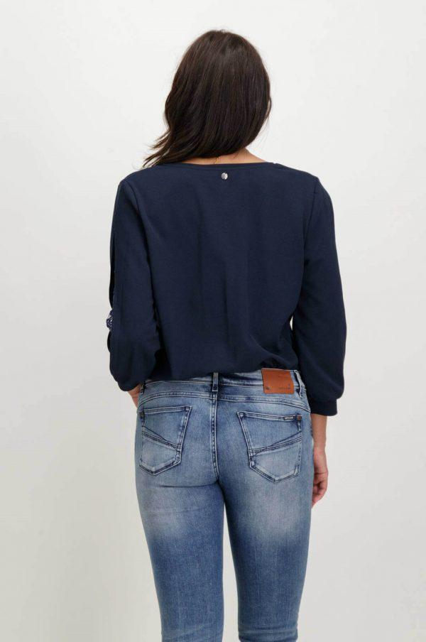 Costas da camisola com manga 3/4 da Garcia Jeans em azul marino para mulher