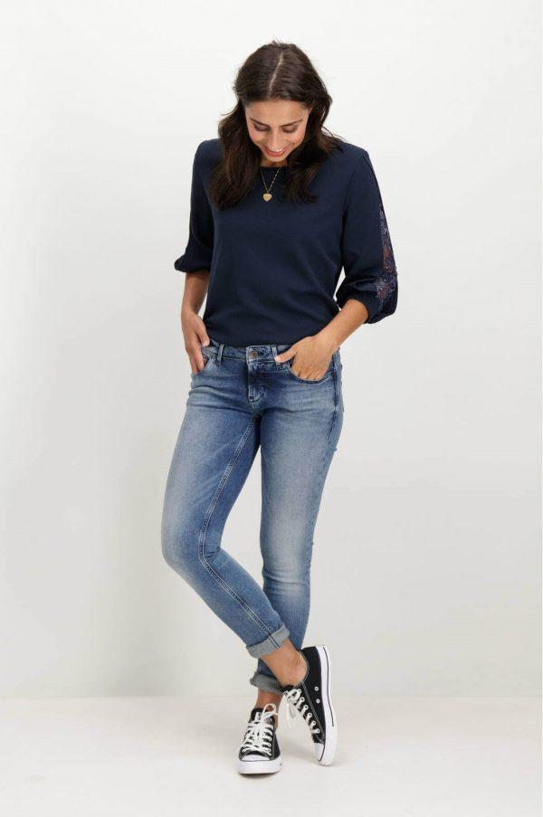 Frente de camisola com manga 3/4 da Garcia Jeans em azul marino para mulher