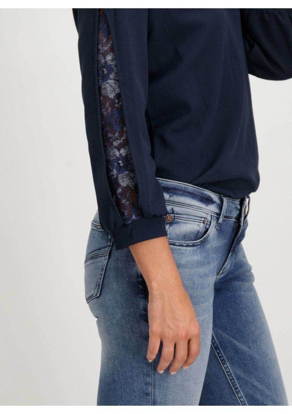 Lateral da camisola com manga 3/4 da Garcia Jeans em azul marino para mulher
