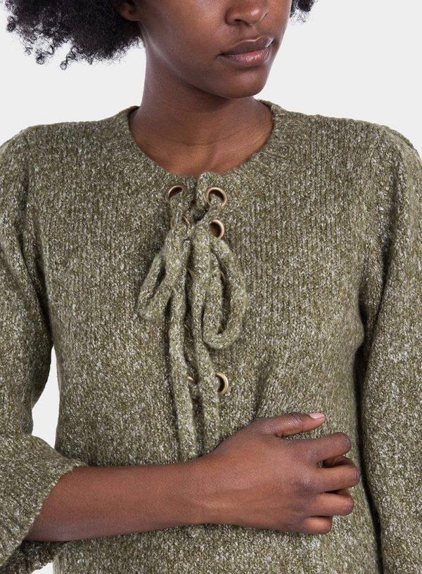 Pormenor da frente de camisola manga larga com ilhós para mulher da Tiffosi
