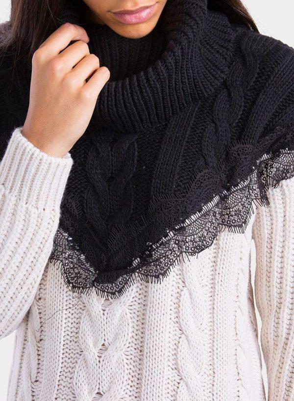 Pormenor da renda da camisola gola alta pormenor renda para mulher da Tiffosi