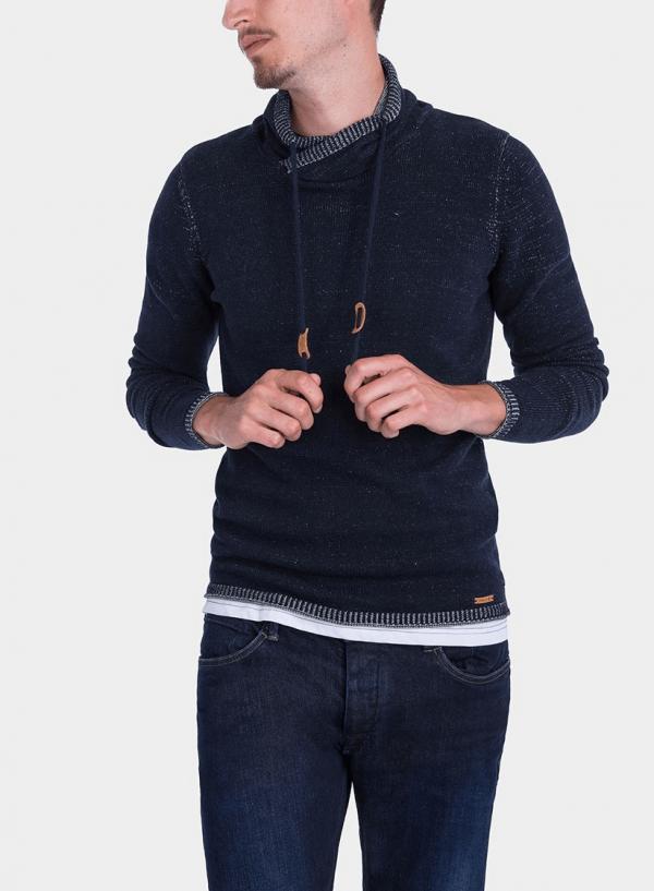 Frente da camisola pormenor gola em azul marino para homem da Tiffosi