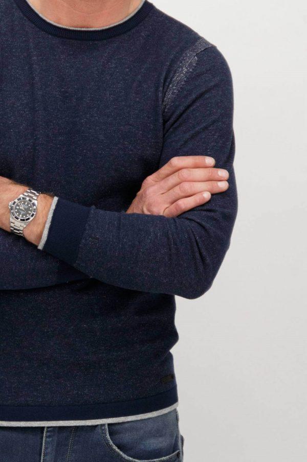 Pormenor da frente da camisola azul com decote redondo para homem da Garcia Jeans