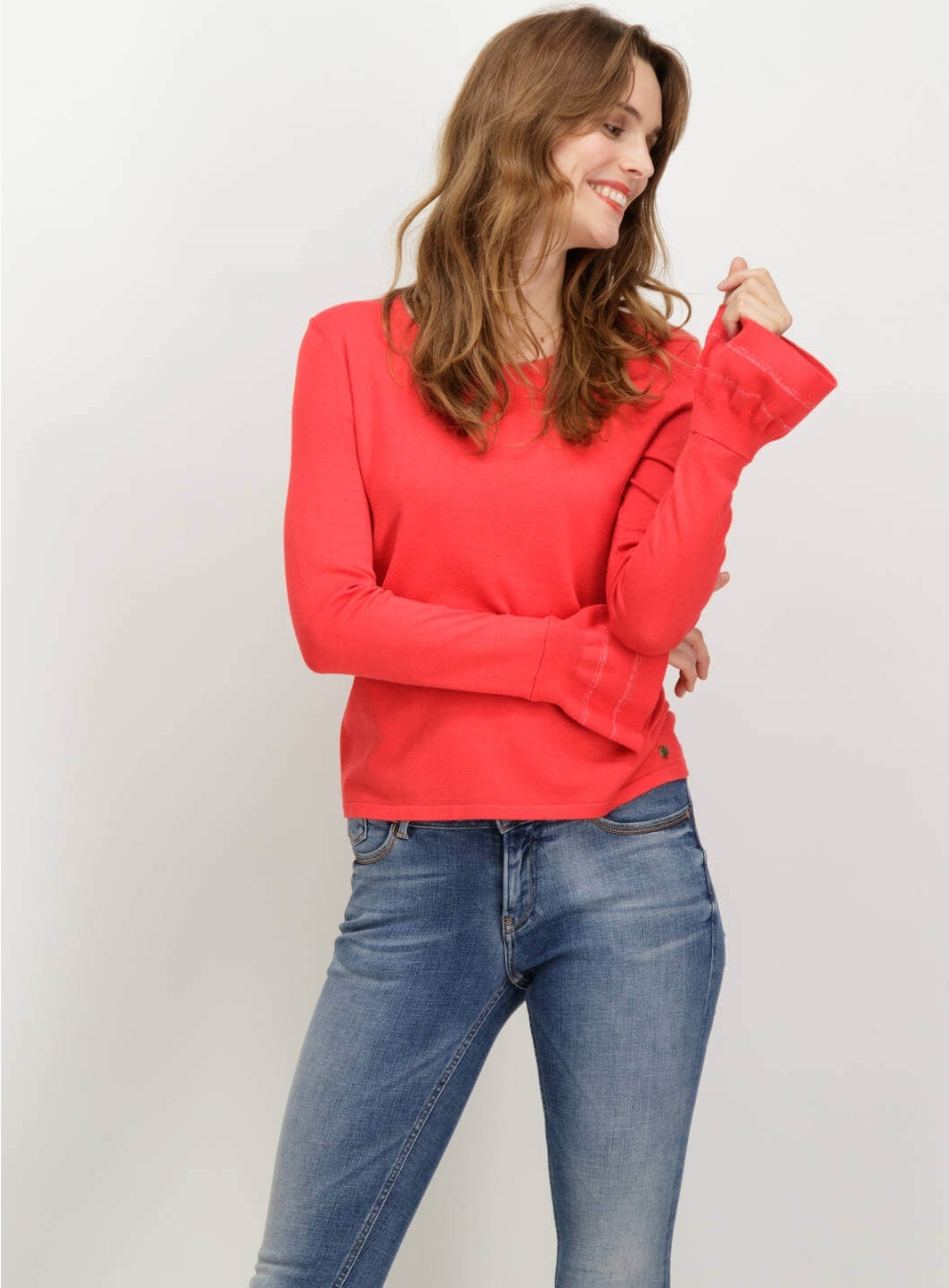 3a8ac88dc Camisola vermelha com gola redonda de mulher da Grcia jeans ...