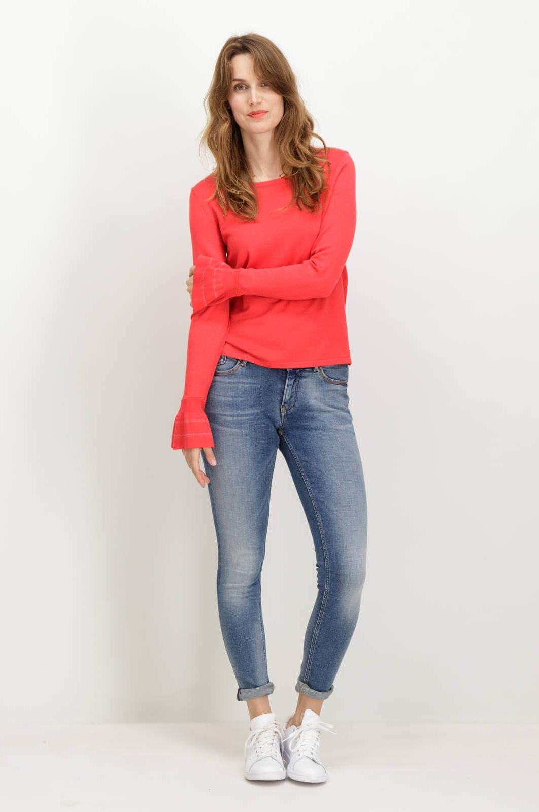 431693845 ... Frente da camisola vermelha com gola redonda de mulher da Garcia jeans