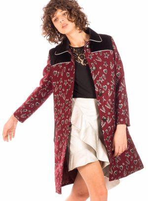 Casaco comprido bordado em bordô para mulher da Minueto