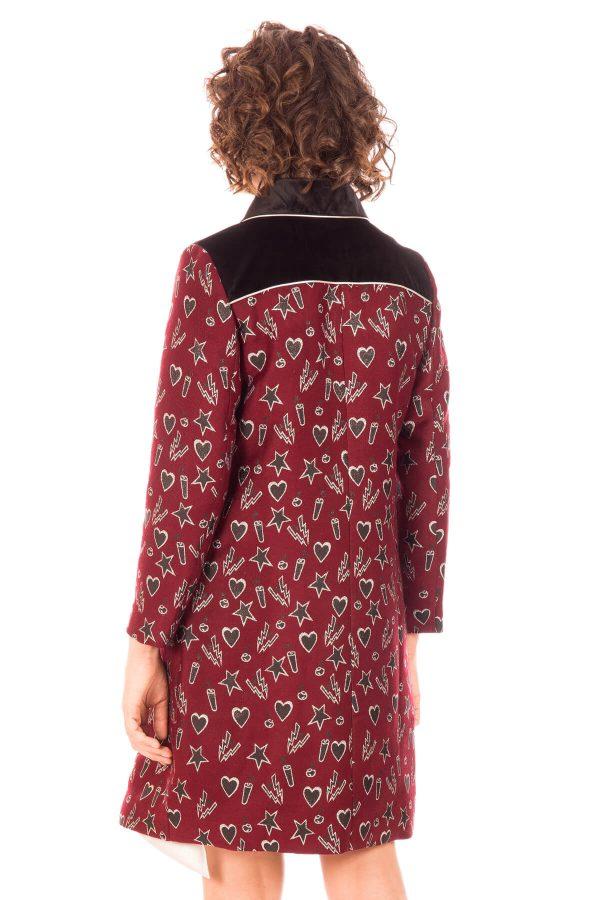 Costas de casaco comprido bordado para mulher da Minueto