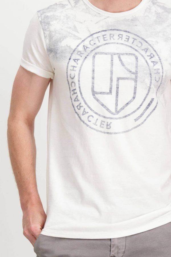 Pormenor da frente da T-shirt branca com símbolo Garcia Jeans para homem