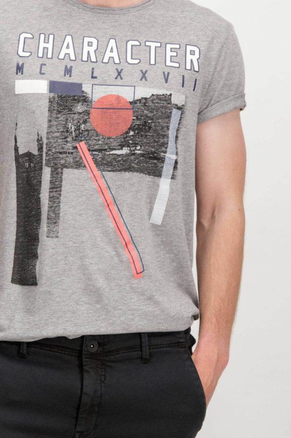 Pormenor da t-shirt com print Garcia Jeans em cinza para homem