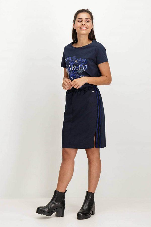 Lateral de T-shirt bordada com lantejoulas em azul marino para mulher da Garcia Jeans