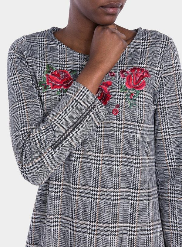 Frente ampliada de vestido xadrez com bordado flores, de mulher da Tiffosi