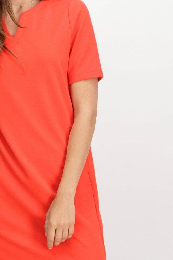 Pormenor da frente de vestido de malha vermelha com bolsos, da Garcia jeans