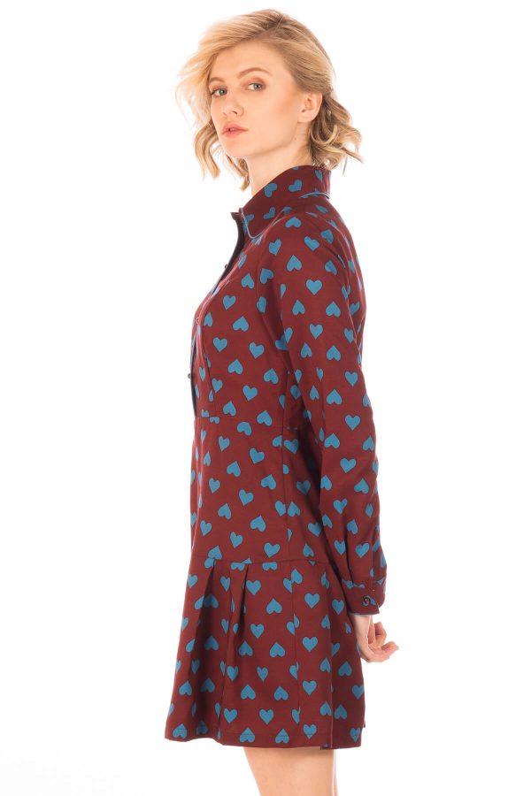 Lateral de vestido com pregas em print corações da Minueto