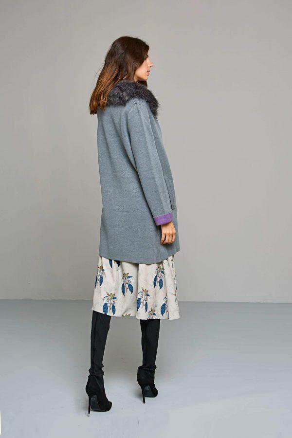 Costas de casaco de malha com gola de pelo removível em cinza da Van-Dos