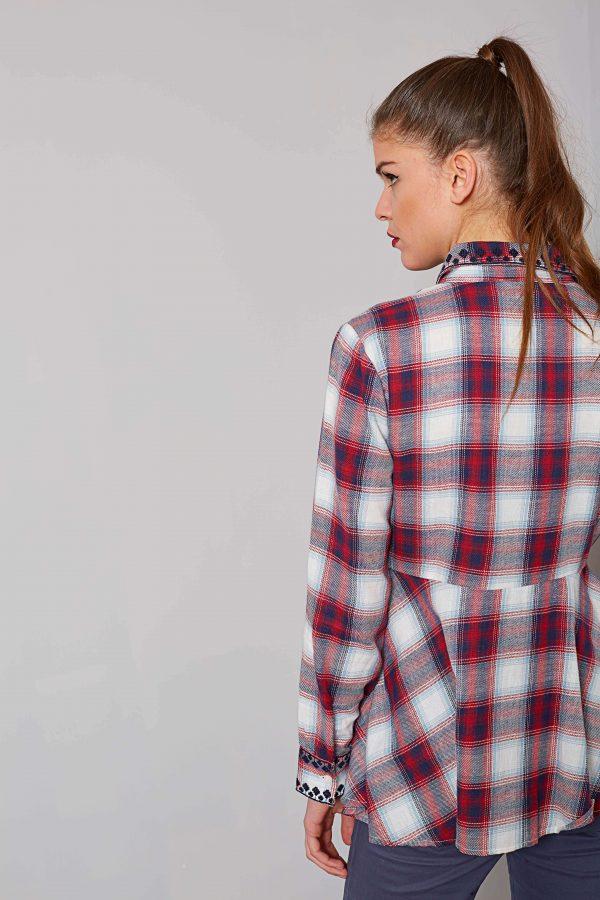 Costas da camisa bordada em xadrez para mulher da Md`m