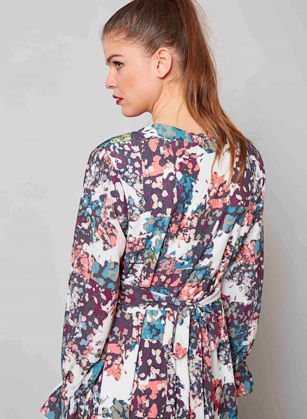Costas de vestido comprido com cinto da Md`m