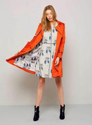 Gabardina laranja com forro floral para mulher da Van-Dos
