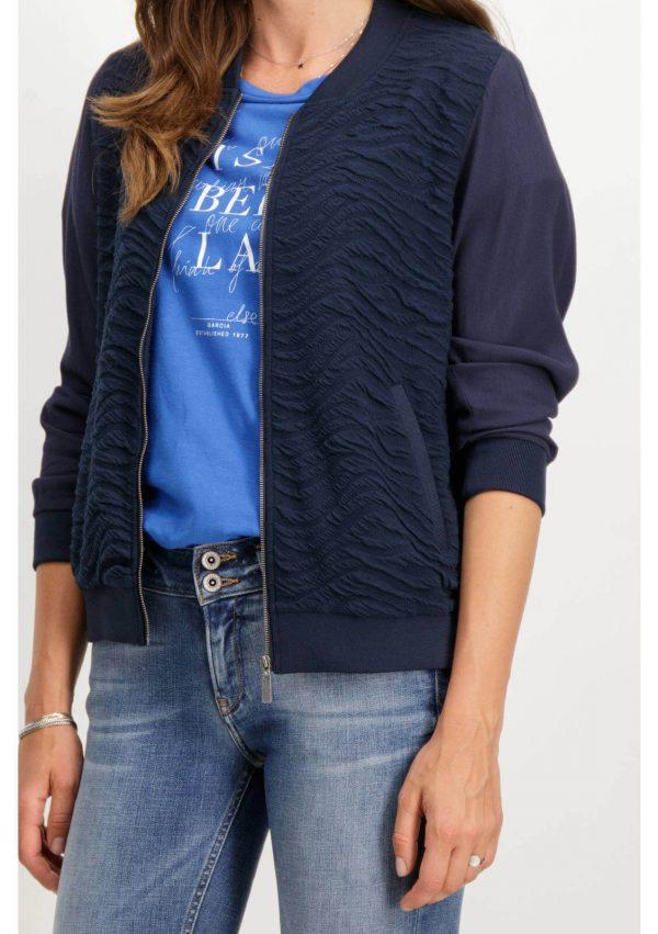Bomber azul com relevo para mulher da Garcia Jeans