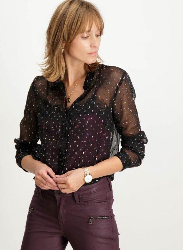 Blusa preta com enfeite para mulher da Garcia Jeans
