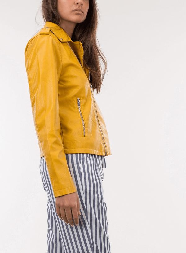 Lateral do blusão ecopel traçado amarelo para mulher da Tiffosi
