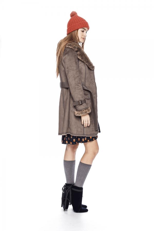 Lateral de casaco antilope com pelo na gola para mulher da Md`m