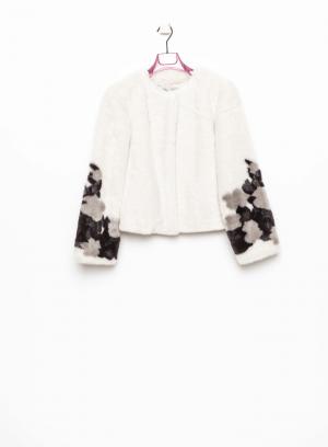Frente de casaco curto de pelo pormenor na manga em branco sujo para mulher da Van-Dos